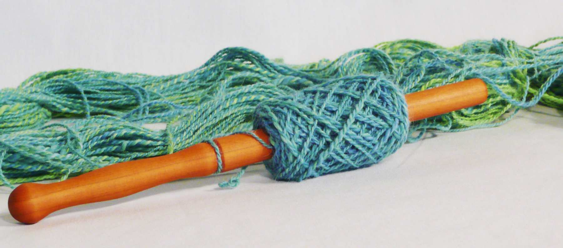 Winding a skein of yarn to use both ends as a yarn ball or yarn cake.  What does a nostepinne do. Photo tutorial step 8